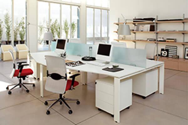 Cách hóa giải hướng bàn làm việc xấu khi ngồi đối diện cửa phòng sếp
