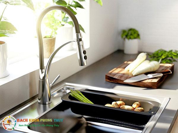 Chú ý đến vòi nước trong nhà bếp