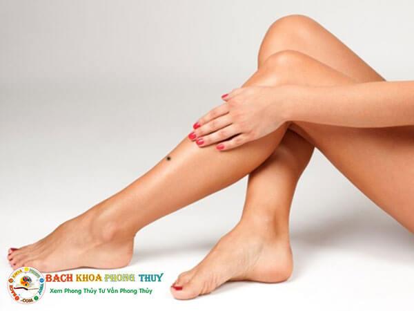 Ý nghĩa nốt ruồi ở cổ chân phải phụ nữ và nam giới