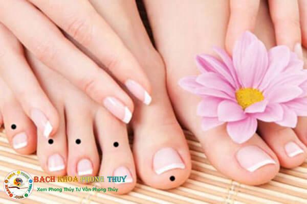 Nốt ruồi ở ngón chân có ý nghĩa gì?
