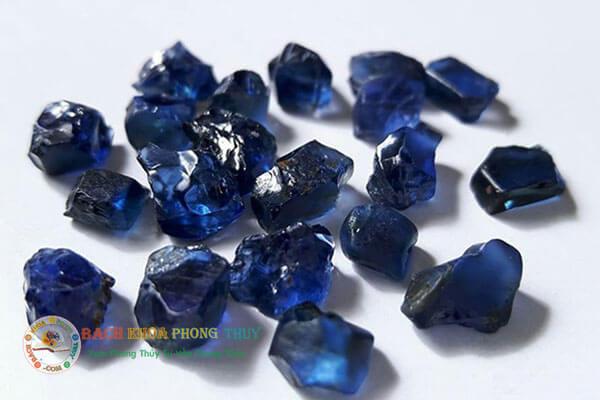 Đá phong thủy tự nhiên Sapphire