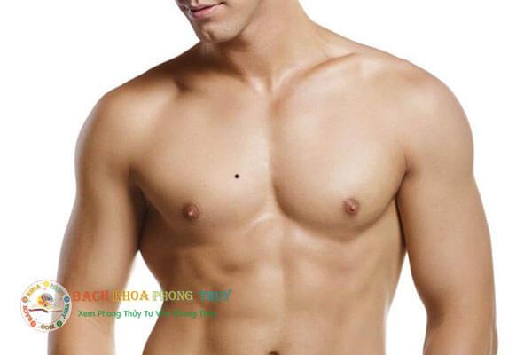 Nốt ruồi ở ngực phải đàn ông có ý nghĩa gì trong phong thủy